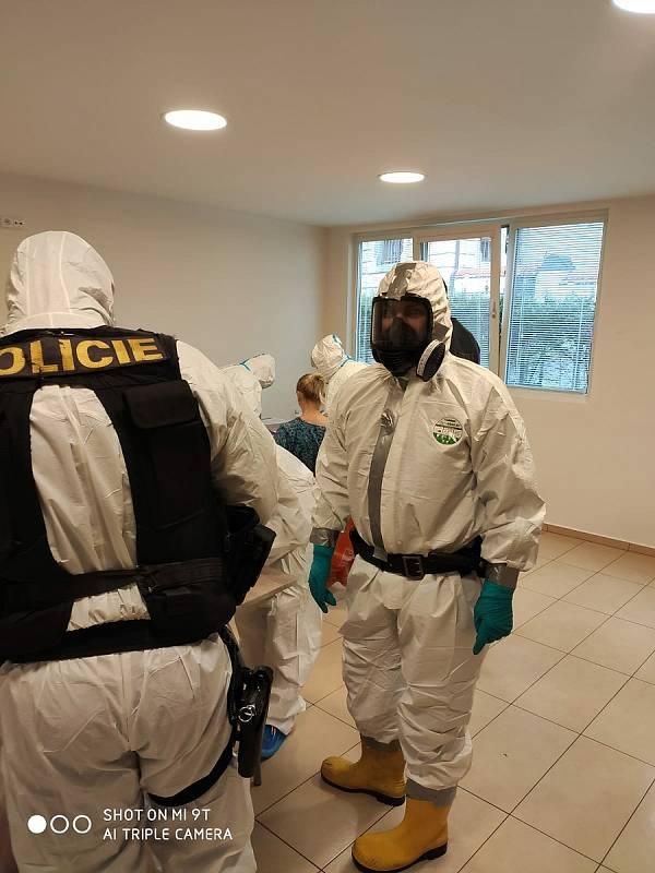 Testovaní cizinců na ubytovně v Liberci.
