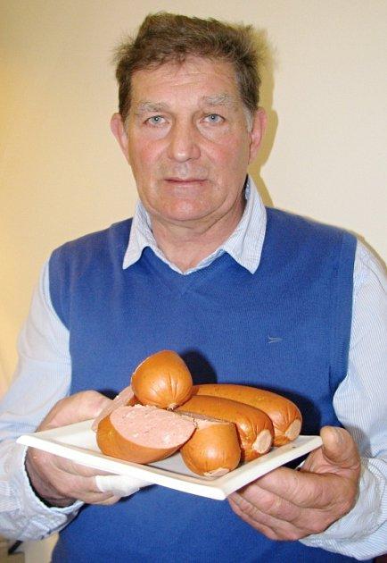 Miroslav Nosek provozuje vlastní řeznictví a uzenářství ve Studenci už od roku 1992.