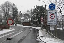 Náledí a sníh na silnici. Ilustrační foto.