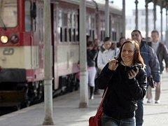 Od třetího prosince začne platit nový jízdní řád vlaků Českých drah. Hlavní nádraží ČD v Liberci.