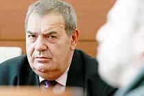 HROZÍ MU AŽ DESET LET. Bývalému bachaři Josefu Vondruškovi, pokud mu soud prokáže zneužití pravomoci veřejného činitele za totality ve vězení v Minkovicích, hrozí až 10 let žaláře.