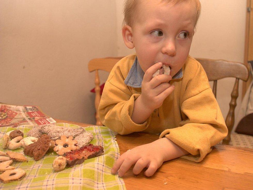 Synovci vánoční cukroví zrovna dvakrát nechutnalo.