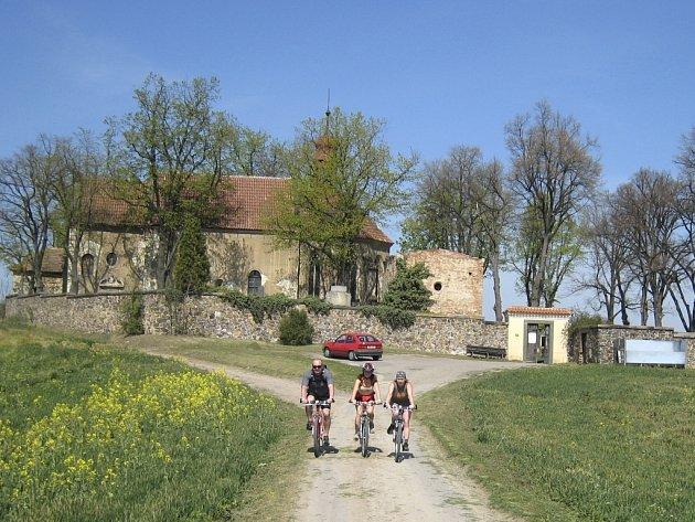 ĚKTEŘÍ STÁLE RISKUJÍ. Část cyklistů stále hazarduje se svým zdravím a jezdí bez bezpečnostních přileb.