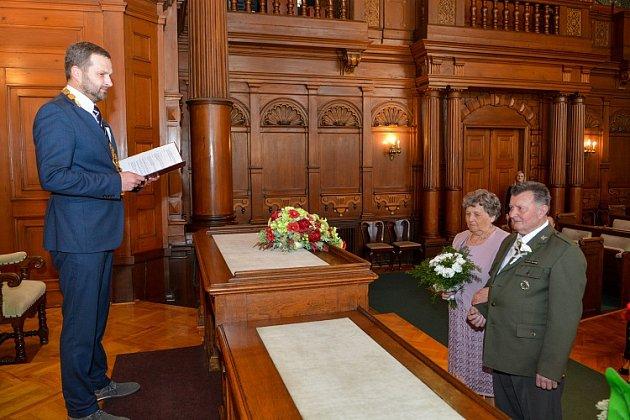 Dva páry si na radnici připomněly 60 let manželství.