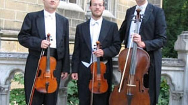 GIDEON TRIO. Za účasti Smyčcového tria Gideon bude ve čtvrtek večer zakončena další sezona komorní hudby v Lidových sadech.