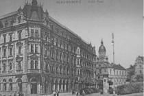 DRUHÁ POŠTA BYLA HONOSNĚJŠÍ. Kavárna Pošta, jak jsme ji znali donedávna, byla druhou toho jména. První Pošta stávala v dnešní Felberově ulici naproti tehdejšímu poštovnímu úřadu.