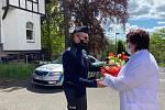 Poděkování a předání květin.