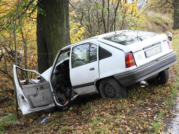 Na silnici z Habartic do Frýdlantu havaroval v zatáčce před Pertolticemi polský řidič.