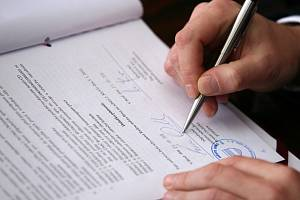 Registr smluv na severu funguje. Ilustrační snímek.