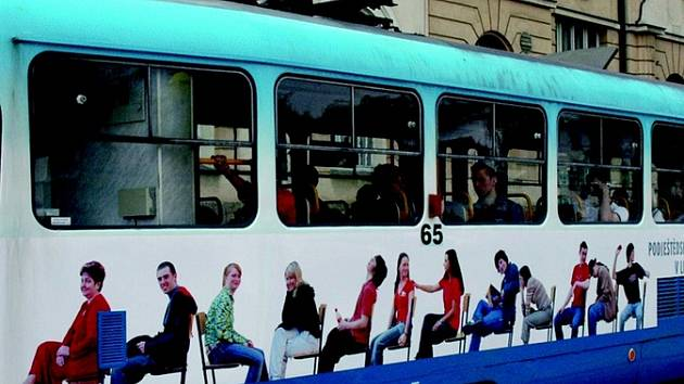 Tablo na tramvaji.