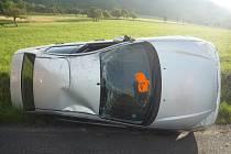 ŘIDIČ AUTOMOBILU měl veliké štěstí, z ranní havárie totiž vyvázl bez sebemenších zranění. Vznikla mu pouze škoda na autě.