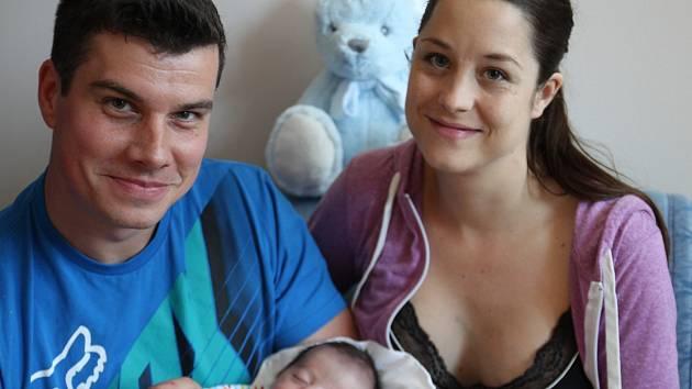 Mamince Petře Peškové z Liberce se dne 18. května v liberecké porodnici narodil syn Adam . Měřil 50 cm a vážil 3 kg.