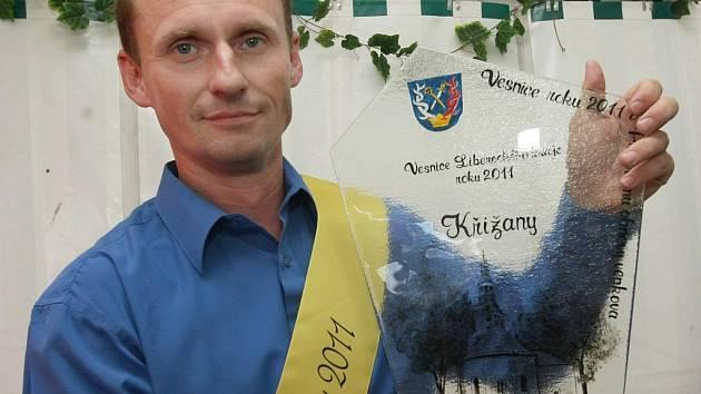 Stuhu a ocenění přebíral starosta obce Křižany Václav Honsejk.