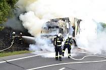 U Jeřmanic hořel kamion, škoda přesáhla dva miliony korun