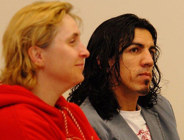 ČELÍ OBVINĚNÍ Z PAŠOVÁNÍ. Dva ze skupiny, která měla údajně pašovat drogy do zemí západní Evropy.