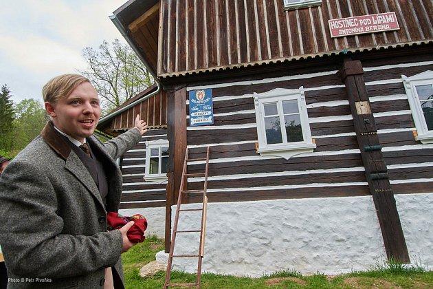 Jan Havelka alias hostinský Beran. Při slavnostech se Jan Havelka rád převléká do dobového obleku a místní ho už běžně oslovují: pane Beran…