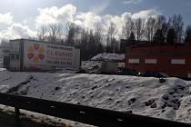 NA VÝSTAVBĚ ČERPACÍ STANICE při rychlostní silnici od Chrastavy na Liberec se podílí několik firem.