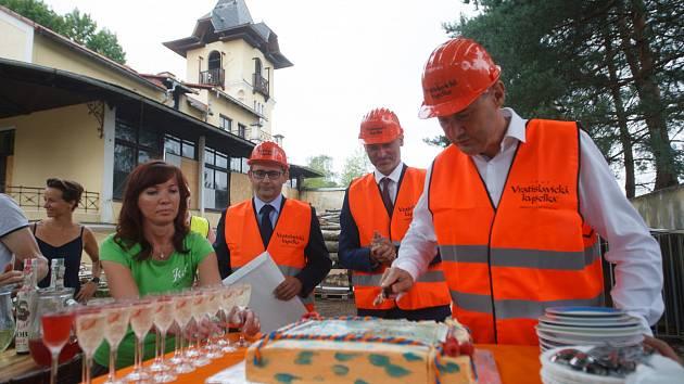 Slavnostní odhalení kamene a zahájení obnovy areálu Vratislavické kyselky