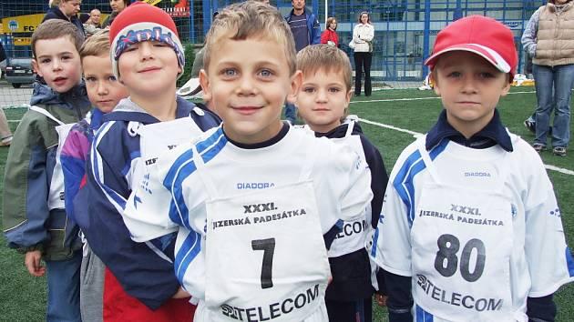 SLOVAN STÁLE ZVE DALŠÍ DĚTI. Náborů se zúčastnily desítky mladých adeptů fotbalu, teď chybí ještě pár kluků  ročníku 2003.