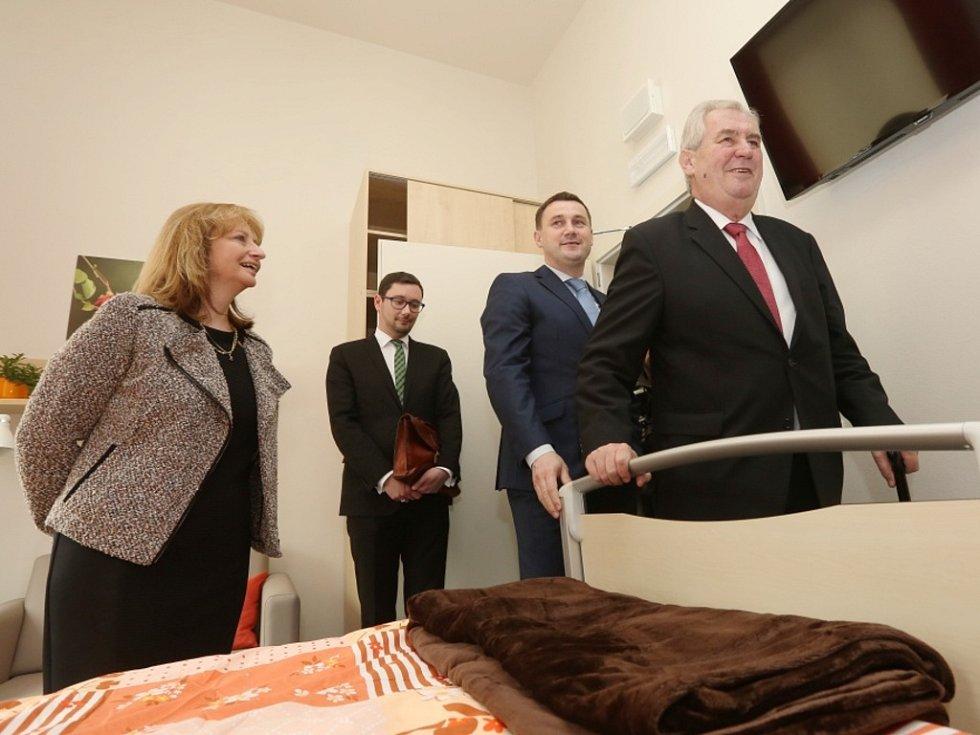 Prezident republiky Miloš Zeman si prohlédl nový hospic v Liberci.