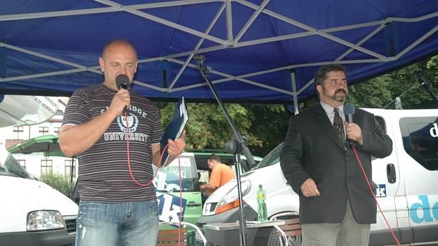 Rozhovor se starostou šestitisícové Chrastavy Michaelem Canovem vedl moderátor, k diskuzi se připojili  i místní obyvatelé.
