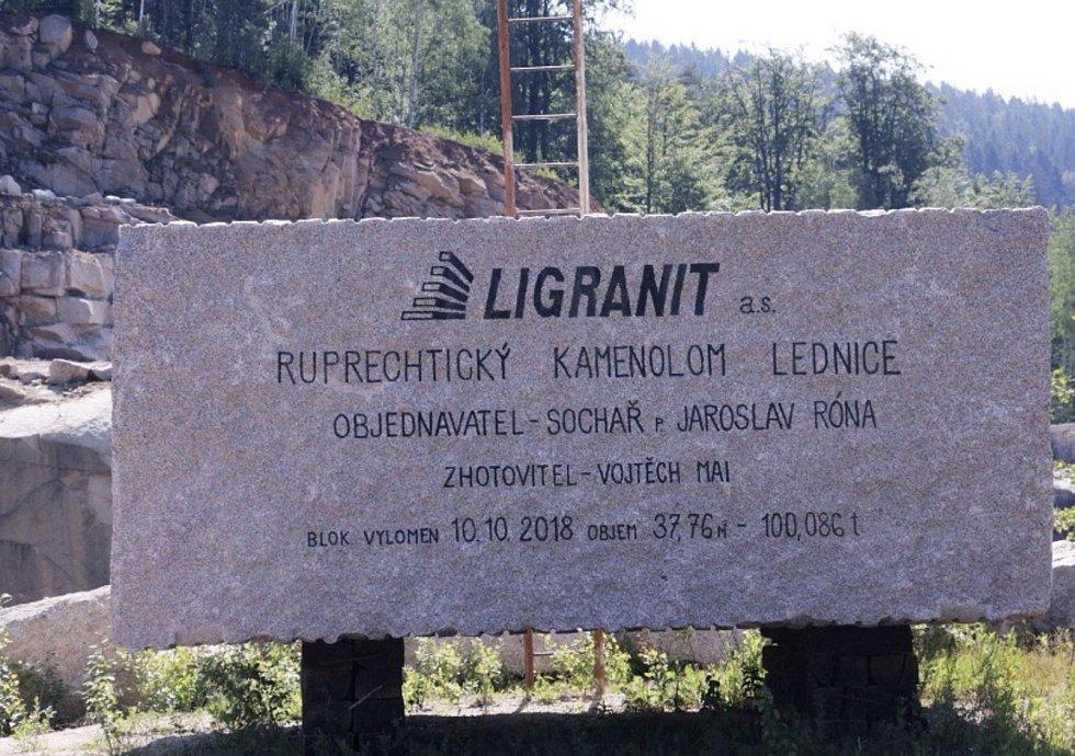 Stotunový blok vytěžený v lomu Ruprechtice