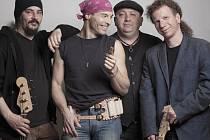 Jack Cannon Band (HU). Energický blues-rockový kvartet v čele se zpěvákem a foukačkářem Zozó.