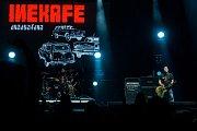 Jubilejní 25. ročník hudebního festivalu Benátská! začal 27. července v Liberecké části Vesec. Na snímku je vystoupení kapely Inekafe.