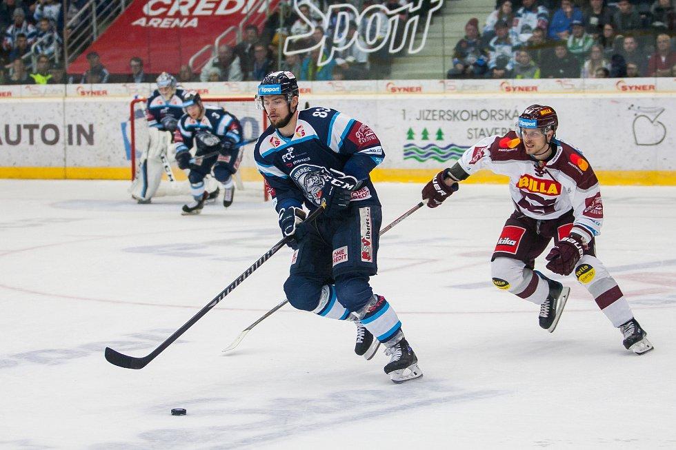 Utkání 47. kola Tipsport extraligy ledního hokeje se odehrálo 4. února v liberecké Home Credit areně. Utkaly se celky Bílí Tygři Liberec a HC Sparta Praha. Na snímku v modrém Martin Bakoš.