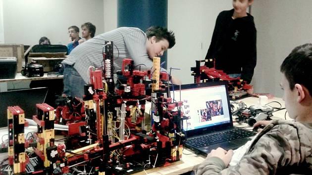 Studenti soutěžili s roboty