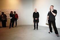 ZPRAVA KURÁTOR JAN STOLÍN A ADAM VAČKÁŘ při vernisáži výstavy s názvem Skutečné, symbolické a vymyšlené.