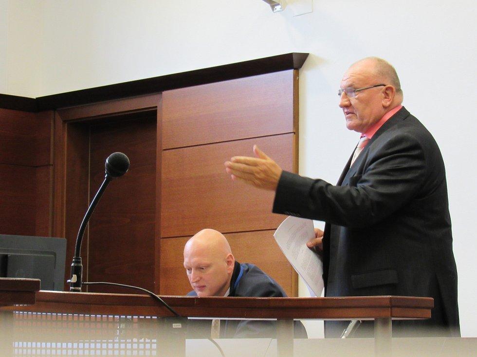 Miroslav Dvořák před okresním soudem v Liberci.