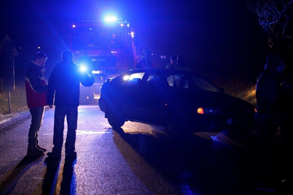 Muže ležícího na silnice mezi Hajništěm a Novým Městem pod Smrkem přejelo auto. S vážným zraněním skončil v liberecké nemocnici.