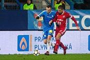 Zápas 14. kola první fotbalové ligy mezi týmy FC Slovan Liberec a FC Baník Ostrava se odehrál 18. listopadu na stadionu U Nisy v Liberci. Na snímku zleva Miloš Bosančić a Milan Baroš.