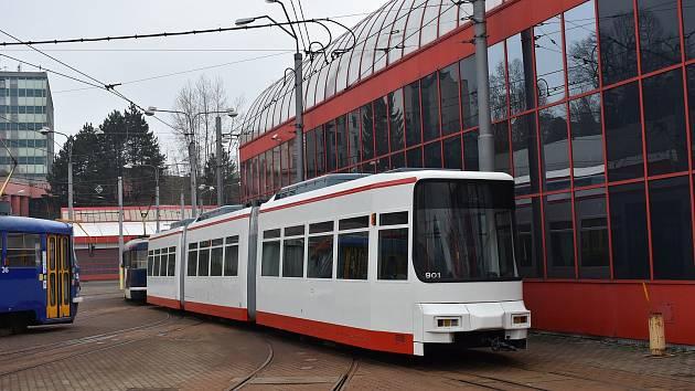 Tramvaj GT6M.
