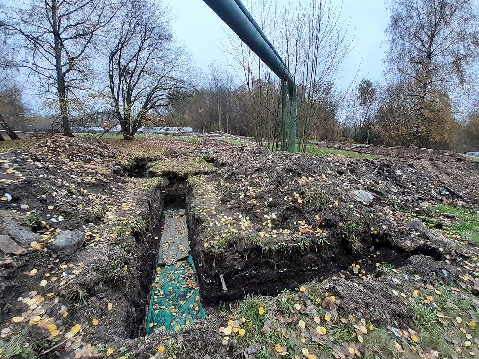 Krajské operační středisko Zdravotnické záchranné služby Libereckého kraje má vzniknout nedaleko lomu v zatáčce Kunratické ulice v Liberci. Před jeho vybudováním toto místo obsadili archeologové, aby provedli jeho odborný průzkum. Pozemek má pohnutou hist
