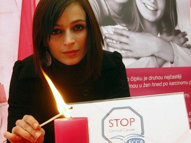 HEREČKA Ivana Jirešová (na snímku) a předseda Ligy proti rakovině Zdeněk Dienstbier jsou patrony Evropského týdne prevence proti rakovině děložního čípku .