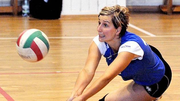 NA PŘÍJMU. Liberecká Renáta Kučerová nastoupila v obou zápasech.
