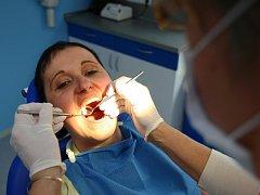 Nová zubní ordinace pro občany Hrádecka se právě otevřela v nedaleké Chotyni.