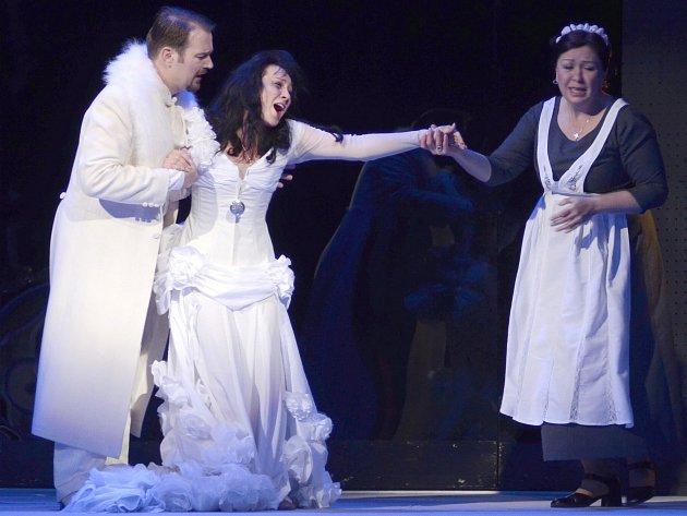 PREMIÉRA V OPEŘE. Operní soubor Šaldova divadla zkouší Verdiho operu La Traviata.