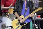 ROLLING STONES VE VÍDNI. Kytarista Keith Richards a bubeník Charlie Watts.