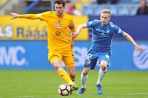 Utkání Slovanu Liberec (v modrém) proti Dukle Praha