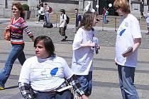 Občanské sdružení vedle odborných konferencí a seminářů také vychází do ulic, kde si jeho členové povídají s obyvateli Libereckého kraje a zajímají se o jejich názory.