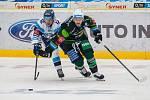 Utkání 20. kola Tipsport extraligy ledního hokeje se odehrálo 18. listopadu v liberecké Home Credit areně. Utkaly se celky Bílí Tygři Liberec a HC Energie Karlovy Vary. Na snímku vlevo Jan Jeník.