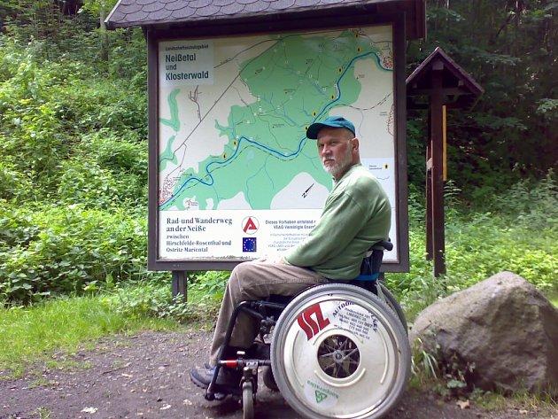 Jiřího Jiroudka naleznete také v Guinessově knize rekordů. Dokázal ujet na vozíku bez přestávky trasu dlouhou téměř dvě stě kilometrů okolo Bodamského jezera.
