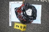 Téměř tři a půl kilogramu efedrinu pod sedačkou spolujezdce. Tolik našla mobilní hlídka Celní správy ve voze nedaleko Hrádku nad Nisou zhruba před dvěma týdny. Ilustrační foto.