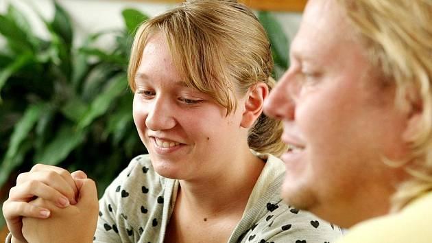 Katarině je velkou oporou rodina učitele Jiřího Vydry.