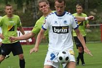 Ondřej Smetana (v bílém) otevřel v sobotu skóre zápasu s Mostem.