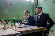 Výjezdní zasedání vlády ČR v Libereckém kraji proběhlo 13. března. Na snímku zleva je premiér v demisi Andrej Babiš (ANO) a hejtman Libereckého kraje Martin Půta před schůzkou se členy Rady Libereckého kraje.