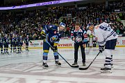 Utkání 46. kola WSM ligy ledního hokeje se odehrálo 3. února v liberecké Home Credit areně. Utkaly se celky HC Benátky nad Jizerou a Rytíři Kladno. Na snímku je úvodní buly, vpravo Petr Nedvěd, vlevo Jaromír Jágr.